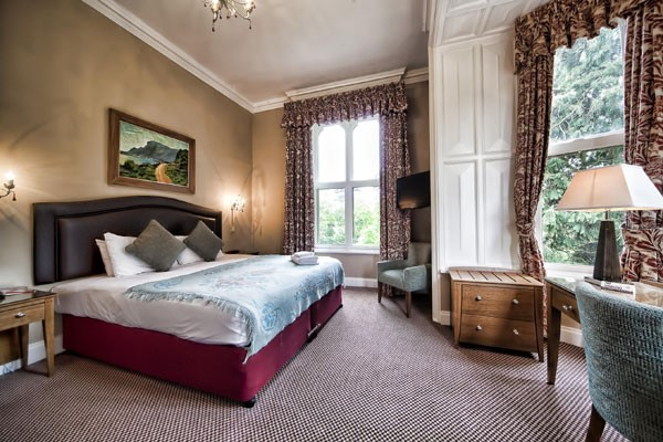One Night Break with Glass of Wine for Two at Brownsover Hall Hotel
