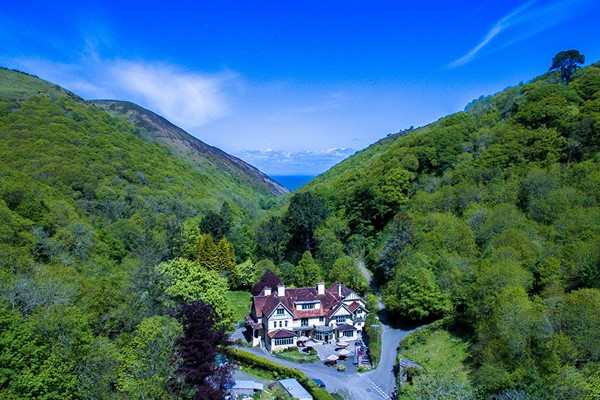Luxury One Night Stay with Dinner and Fizz for Two
