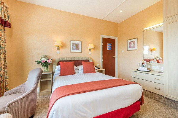 Overnight Escape with Wine for Two at The Lindum Hotel