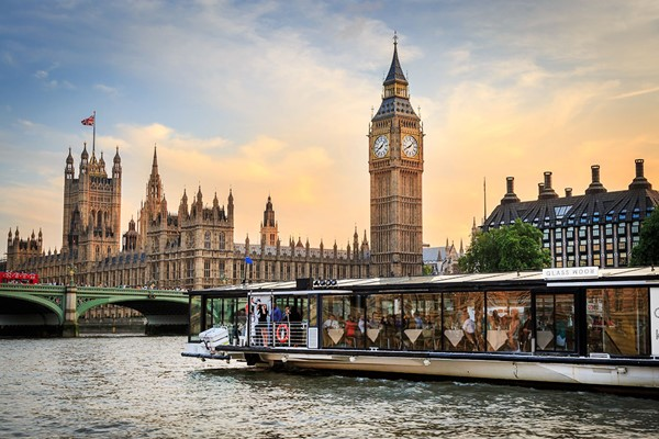 Premier Bateaux 5 Course Dinner Thames Cruise with Bottle Of Wine for Two