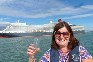2 Hour Luxury Champagne Cruise - Special Offer