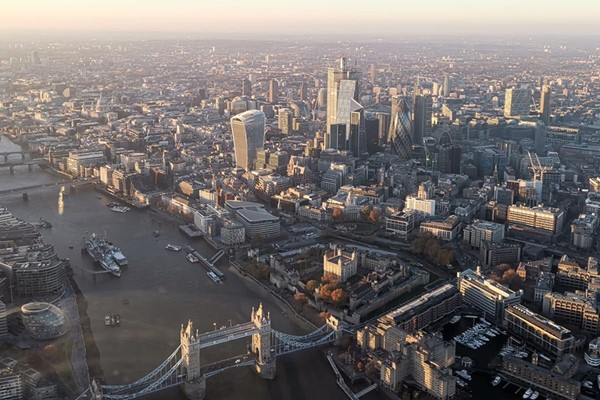 30 Minute Helicopter Ride Over London for One