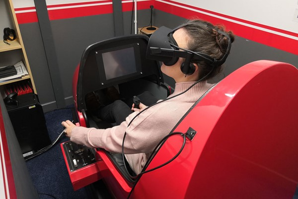 15 Minute VR Flying Simulator Experience in Bedfordshire for One
