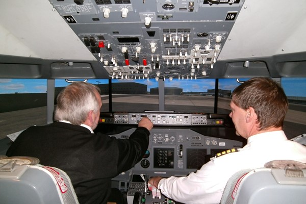 One Hour Boeing 737 Flight Simulator Experience for One