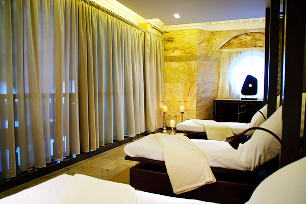 So Romantic Pamper Package with Two Treatments Each and Bubbles