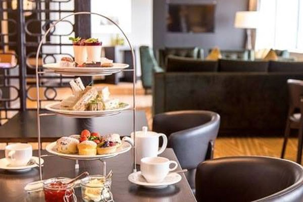 Bottomless Fizz Afternoon Tea at Hilton Canary Wharf Hotel