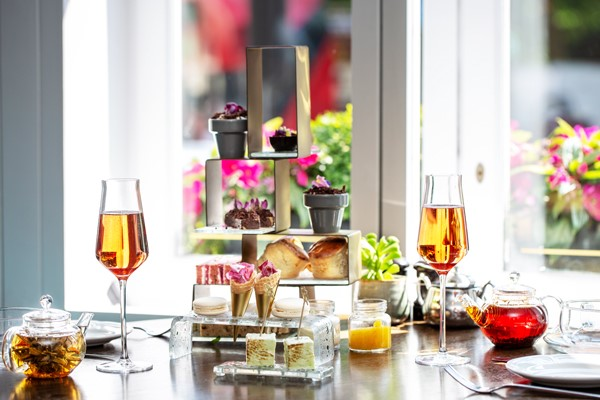 Botanical Afternoon Tea and Bottomless Bubbles at 5* London Marriott Park Lane