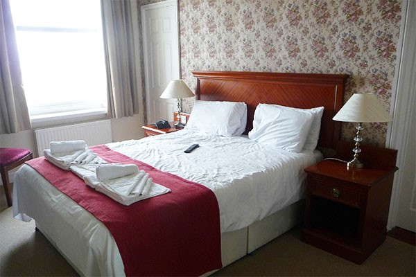 Overnight Stay in Executive Room with Dinner at The Manor Hotel