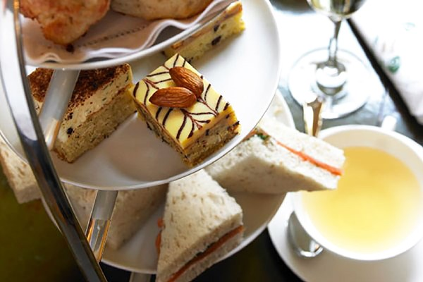 Bottomless Brunch or Tea for Two at DoubleTree by Hilton London