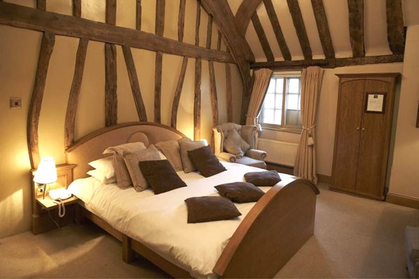 Overnight Break At The Greyhound Inn For Two