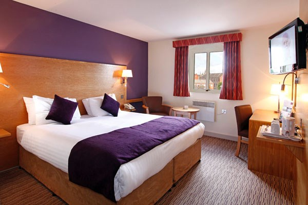 One Night Stay at Mercure Wigan Oak Hotel with Dinner for Two