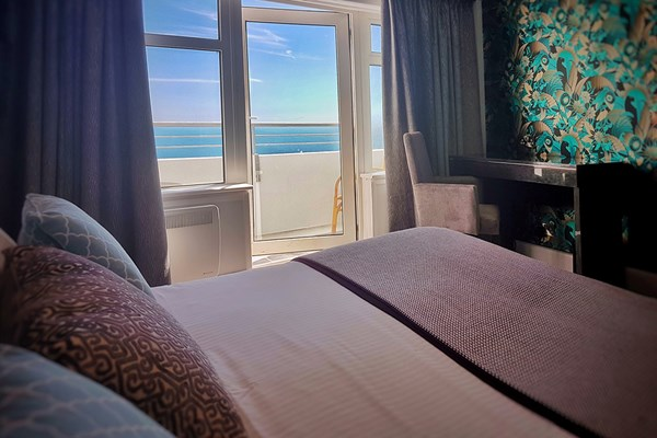 Overnight Stay in an Oceanfront Double Room for Two at The Cumberland