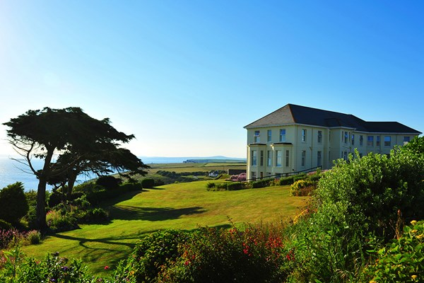 Coastal Cornish hotel with sea views on a sunny day
