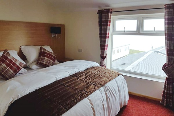 One Night Stay in a Double Room at The Cliff Top Inn