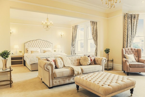One Night Escape in a Luxury Suite for Two with Fizz at Bathen House