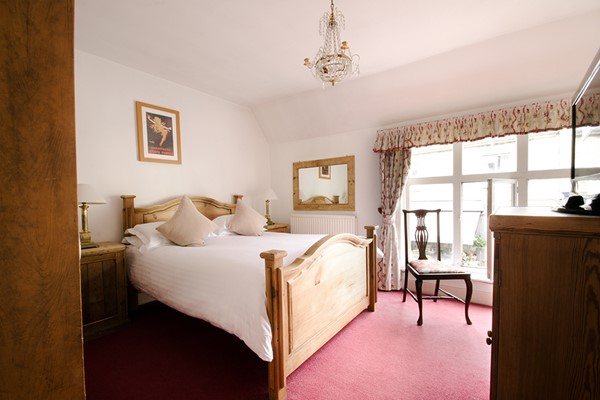 Two Night Luxury Escape with Dinner and Fizz at The White Hart Inn