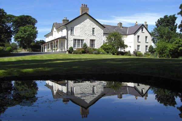 One Night Luxury Break with Dinner at Plas Dinas Country House