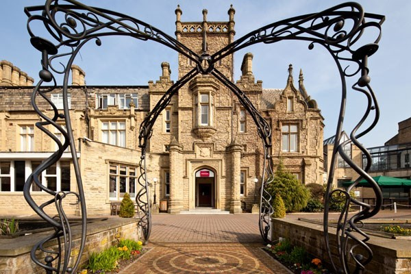 One Night Break with Dinner at Mercure Bradford Bankfield Hotel