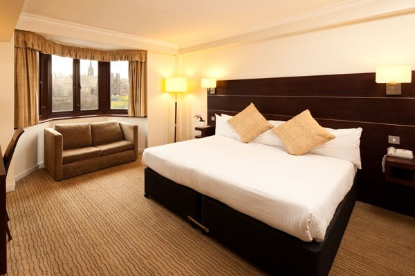 One Night Break with Dinner at Mercure Edinburgh City - Princes Street Hotel