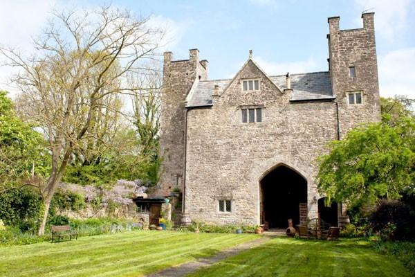 Overnight Getaway in a Medieval Castle for Two at the Welsh Gatehouse
