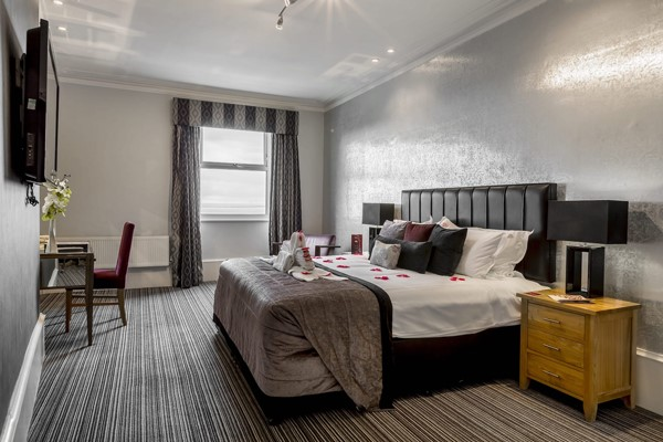 Overnight Break in an Executive Room with Bubbles for Two at Muthu Westcliff Hotel