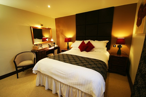 Overnight Stay with Two Course Dinner at Three Horseshoes Country Inn