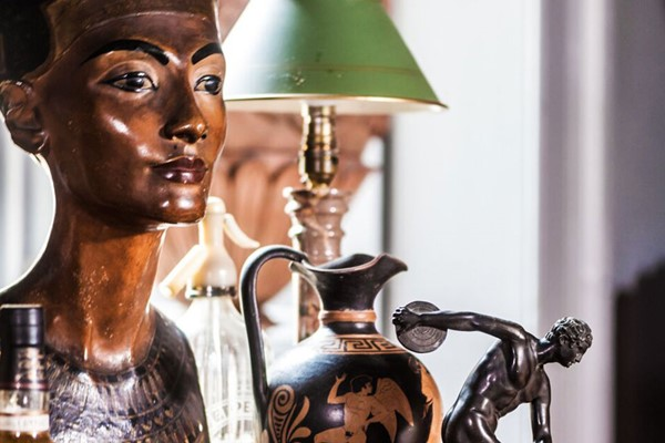 Online Collecting Antiques Course in a Virtual Classroom for One