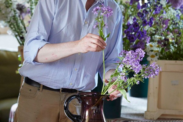 Online Art of Environmental Floristry Course with an Expert for One