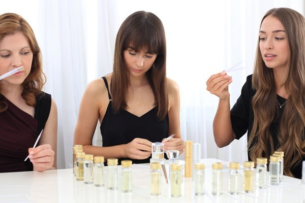 Design Your Own Perfume Gold Experience For One