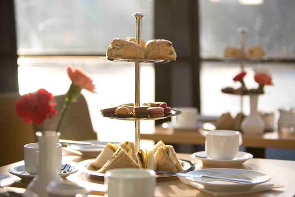 Afternoon Tea on the Thames with Moet and Chandon Champagne for Two