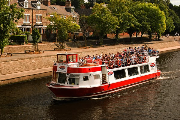 York Floodlit Evening Cruise with a Glass of Prosecco for Two