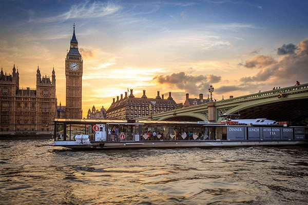Bateaux Superior Dinner Cruise on the Thames for Two