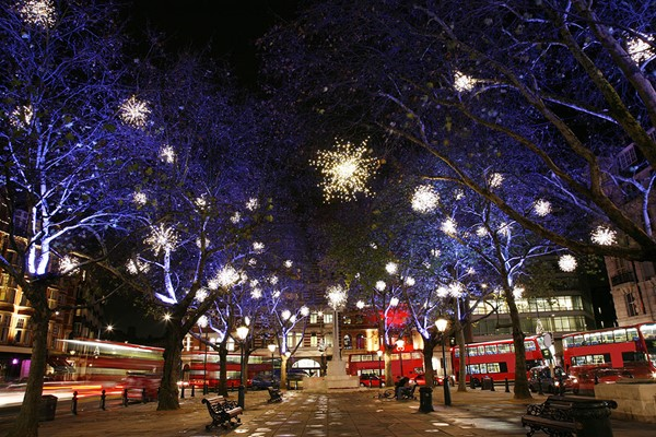Christmas Lights Open Top Vintage Bus Tour for Two in London