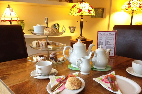 Art Class with Afternoon Tea for Two at Stained Glass Centre