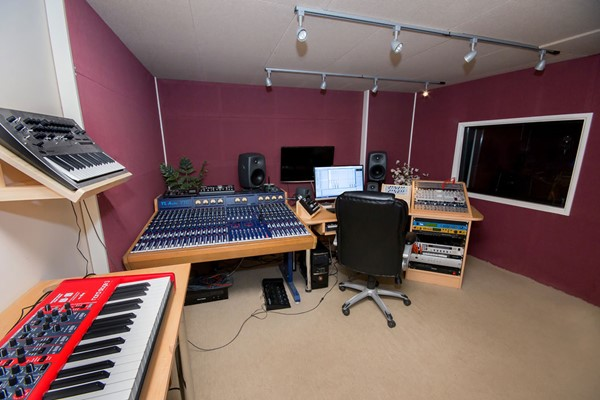Three Hour One to One Studio Engineering Course at Midi Madness