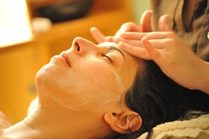 Afternoon Revive Spa Day With A 25 Minute Treatment And Cream Tea For One At New Park Manor