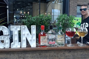 Buy Award Winning Micro Distillers Gin Tasting for Two at Artisan Drinks