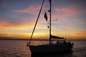 6 Hour Solent Sailing Experience With A Two Course Meal