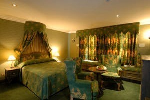 Two Night Break with Dinner at Villiers Hotel